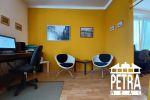 PREDAJ : dispozične zmenený tehlový 3 izbový byt po rekonštrukcii v časti Sídlisko