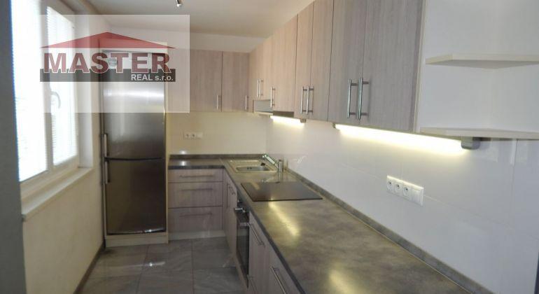 MASTER REAL- Na Predaj 3-izbový byt, 65 m2, s 2 loggiami okres Prievidza, Staré Sídlisko