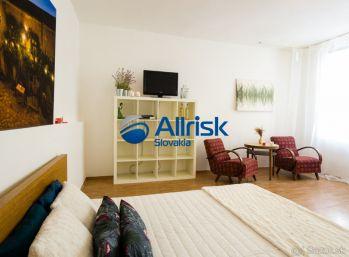 Prenájom - 1 izbový priestranný byt v centre Bratislavy.