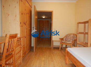 Prenájom - príjemný 5 izbový byt s lodžiou na Mraziarenskej ulici.