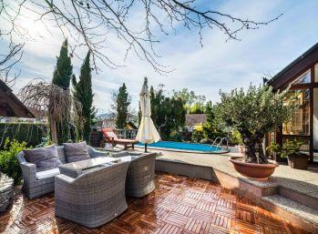 PROMINENT REAL predá 6 izbový rodinný dom s bazénom vo vinárskej obci Limbach.
