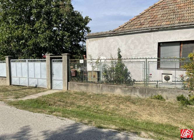 Rodinný dom - Vlčany - Fotografia 1