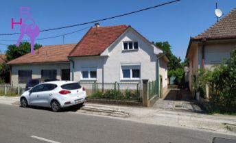 Na predaj rodinný dom v obci Ostrov, len 5km od kúpeľného mesta Piešťany.