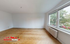 Na predaj rozmerný 2 izbový byt v Dubnici nad Váhom, Pod kaštieľom.