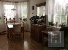 Tehlový rodinný dom postavený v r. 2003 s garážou, altánkom a krásnou záhradou v  Martine-Vrútky