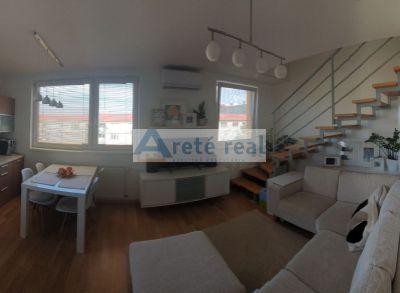 Areté real – Predaj nádherného 3izbového mezonetového bytu v Senci.