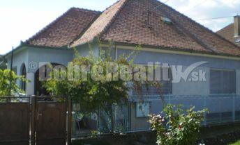 Na predaj zachovalý obývateľný rodinný dom v obci Sasinkovo, krásny slnečný pozemok 2210m2, šírka 25m, tichá ulica!!!!