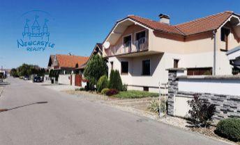 Nadštandardný tehlový rodinný dom na predaj v Maduniciach