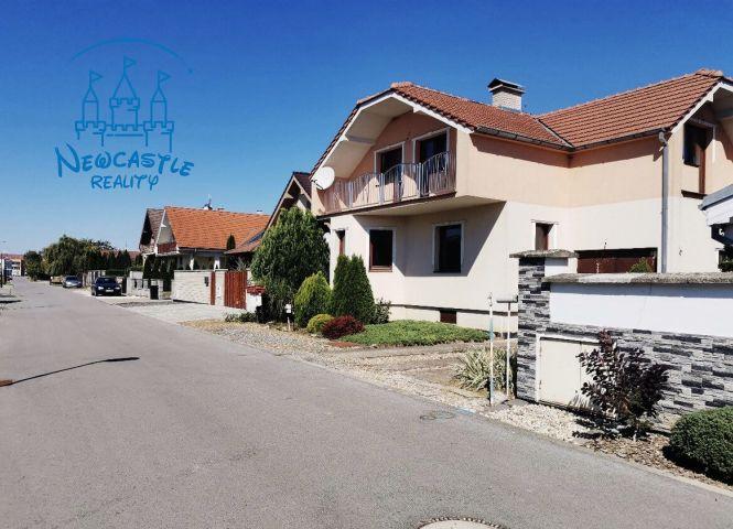 Rodinný dom - Madunice - Fotografia 1