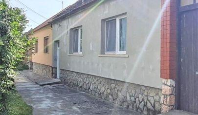 Predaj – Rodinný dom na pozemku 1000m2 – Dvojgeneračné bývanie - Bezenye / Maďarsko.