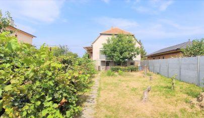 Predaj – Rodinný dom so záhradou 874 m2 – Šurany, Okr. Nové Zámky. Top ponuka !