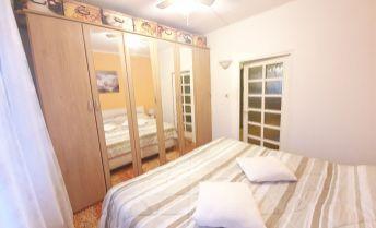 EXKLUZÍVNE U NÁS! 3 izbový byt vo výbornej,  kľudnej lokalite mesta Topoľčany - 70m2!