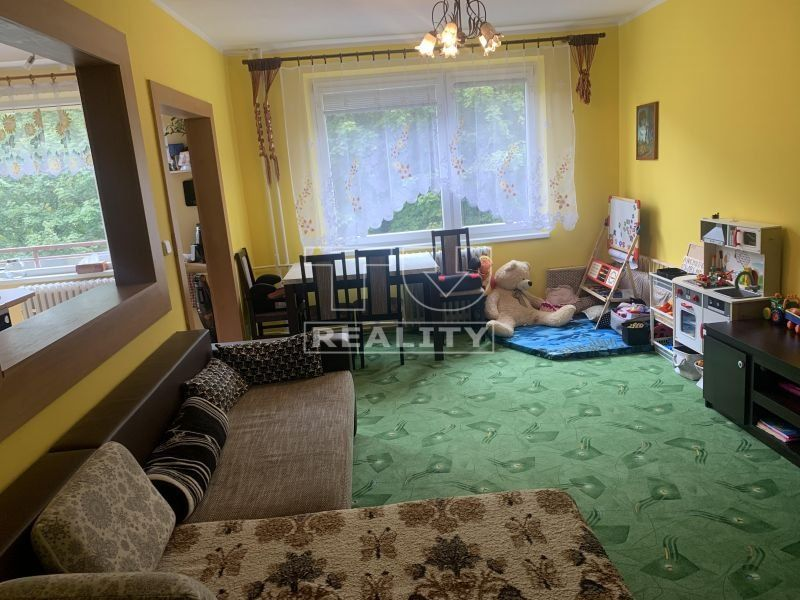 Veľkometrážny 3 izbový byt Martin- Priekopa , 3 balkóny , nízke náklady