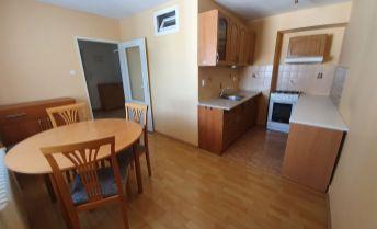 Centrum mesta NITRA - 2 izbový byt v tehlovej bytovke-Parkové Nábrežie!