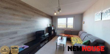 NA PREDAJ čiastočne zrekonštruovaný 3 - izbový byt s loggiou na najvyššom siedmom poschodí bytového domu v žiadanej lokalite mesta Nemšová