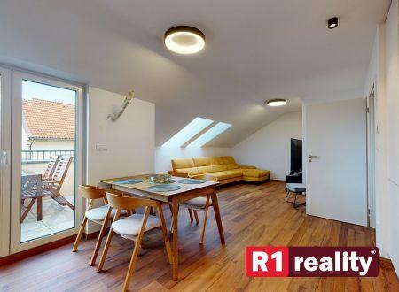 REZERVOVANÝ Nový 3 izbový byt, 83 m2, výťah, balkón, parking, Piešťany-centrum