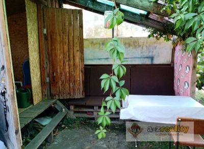3119 Na predaj záhrada s malou chatkou v Nových Zámkoch