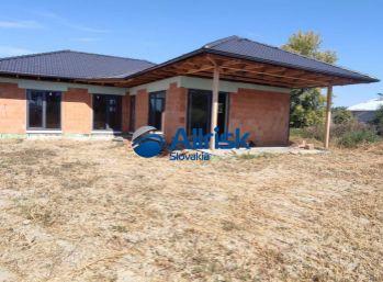 REZERVOVANÉ - Rozostavaný Rodinný dom v obci TOMÁŠOV - Nová zástavba RD