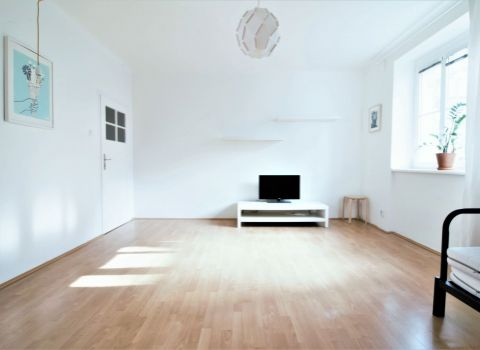Na prenájom zariadený 1 izbový byt v tehlovom dome v širšom centre mesta