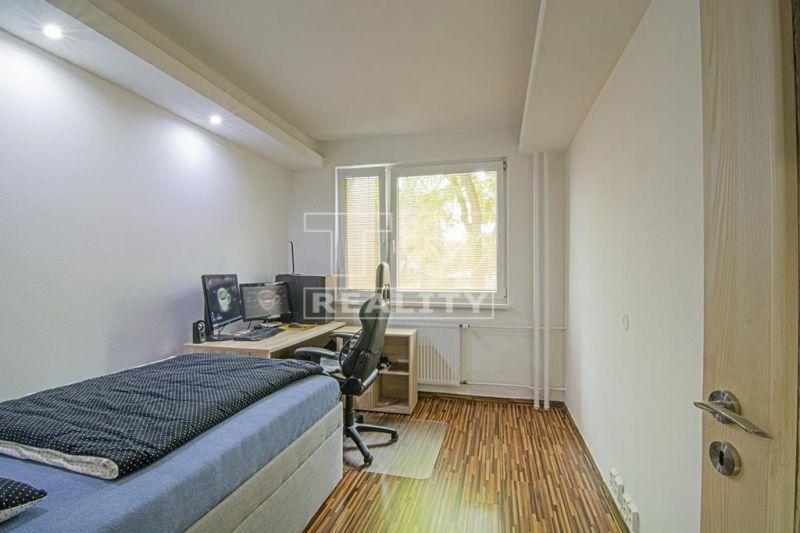 REZERVOVANÝ! EXKLUZÍVNA PONUKA KRÁSNEHO KOMPLETNE PREROBENÉHO 2i bytu na Jedlíkovej ul. v Nitre, výmera 44 m2