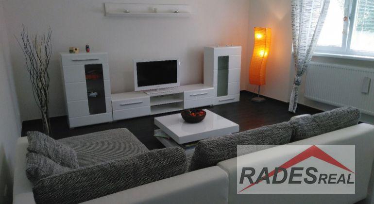 Na prenájom veľký 4 izbový byt v zabezpečenom areáli v Nitre
