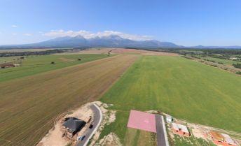 REZERVOVANÉ Stavebný pozemok pod Tatrami - Veľká Lomnica