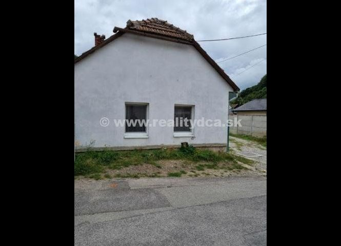 Rodinný dom - Trenčín - Fotografia 1
