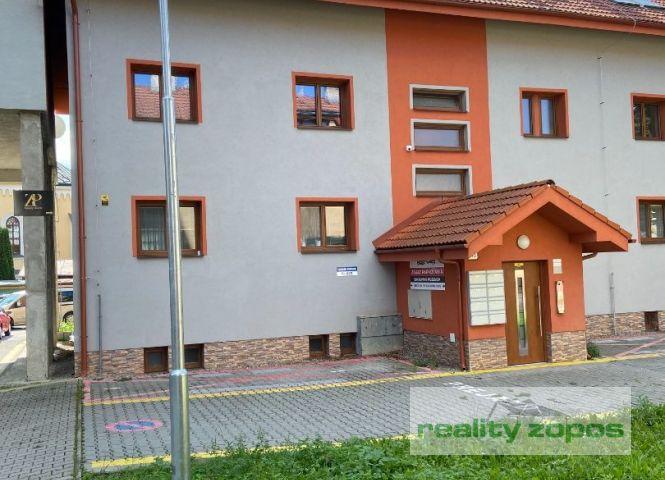 5 a viac izbový byt - Púchov - Fotografia 1