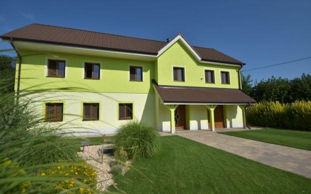 Viladom, 196 m2, pozemok 1718 m2, Dubovany