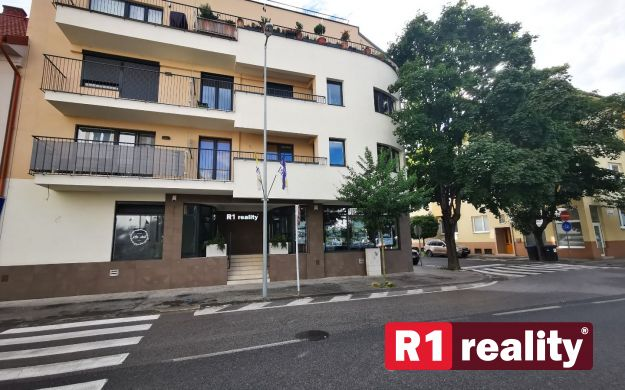 Obchodný priestor 43 m2 /odpočet DPH, centrum, novostavba/ Piešťany