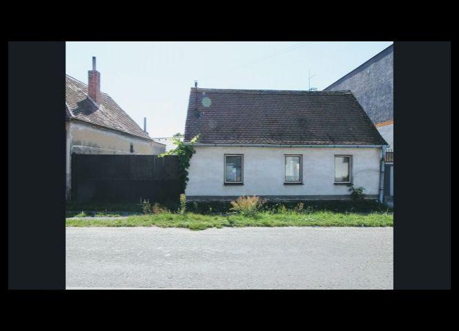 Rodinný dom - Malé Leváre - Fotografia 1