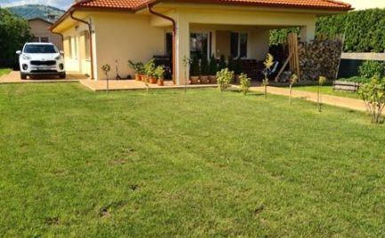 5 izbová novostavba  bungalov na rovinatom slnečnom pozemku s nádherným výhľadom na prírodu