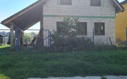 Novostavba - Rodinný dom Rudlová / Stará Sásová / prízemný s podkrovím rozostavaná stavba