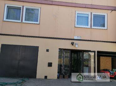 Ponúkame na predaj trojpodlažný  objekt - 4-bytový OKÁL v krásnom prostredí obce Jarok, 8 km od krajského mesta Nitra.