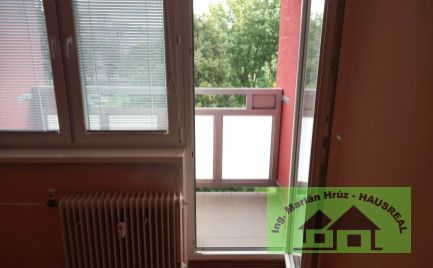 Rezervované Exkluzívne Vám ponúkame na predaj 2 izbový byt Levice s balkónom .