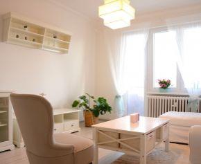 Predám 1,5 izbový byt po kompletnej čerstvej rekonštrukcii s kompletným zariadením. Jesenná ul. Ružinov
