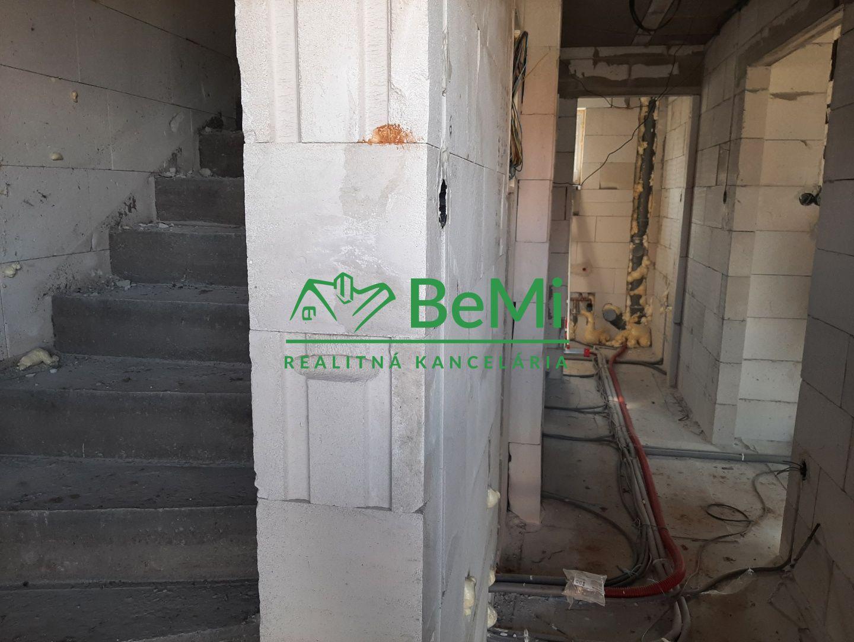 Rozostavaný rodinný dom - Pečeňady (002-12-LUVU)
