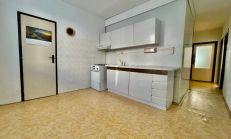 Veľký 3 izbový byt pri Lodiari v Komárne, predaj