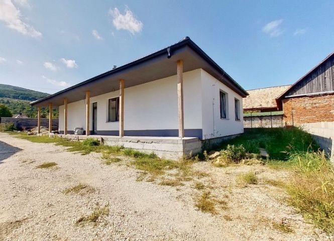 Rodinný dom - Žirany - Fotografia 1