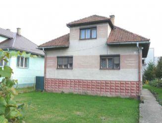 Hriňová  mesto - rodinný dom, prístavby, pozemok 833 m2 – predaj