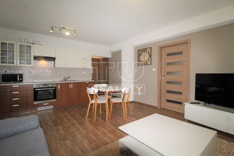 Nadštandardný 3 izbový byt so záhradkou a vlastným parkovaním, 64m2 na prenájom v Topoľčanoch