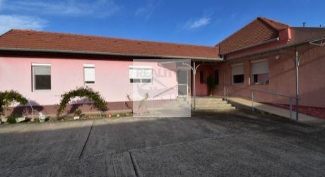 4 - izbový rodinný dom 117 m2 obytná plocha, 620 m2 pozemok obec - Levél