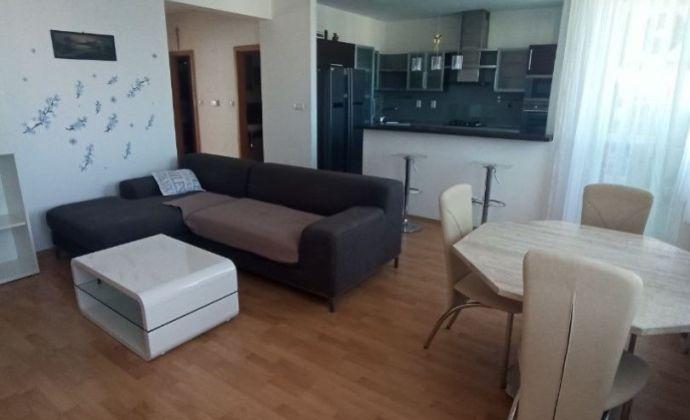 Ponúkame Vám na predaj priestranný 2 izbový byt
