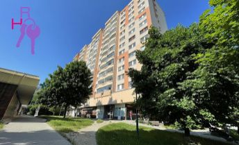 Ponúkame na predaj 2 izbový byt v Petržalke na Halovej ulici