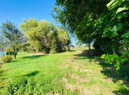 Exkluzívne iba u nás v APEX reality stavebný pozemok 1396 m2, Dvorníky časť Panónia