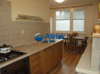 Na predaj 3 izbový byt s výmerou 82m2 v centre Šale