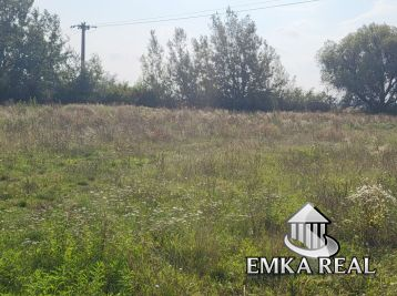 Investičný pozemok v kľudnej časti obce Slovenský Grob
