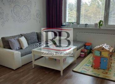 Na predaj kompletne zrekonštruovaný 4-izbový byt na Beňadickej ulici