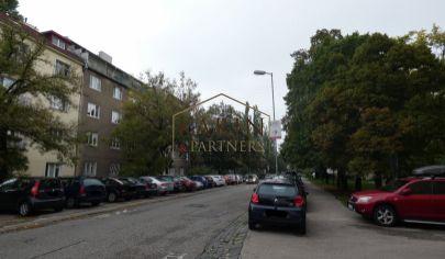 Na predaj 2 izb. byt na skok od Starého Mesta – Záhradnícka ul.