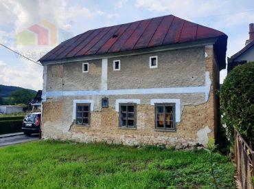** Na predaj národná kulturná pamiatka - ľudový dom postavený v r. 1833 - Trenčianske Bohuslavice